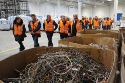 El vicepresidente Laparra visita la planta de Ecointegra, que recicla electrodomésticos y televisores, junto a Rafael Olleta, director de Aspace.