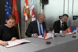 Acto de firma de incorporación de Navarra a la Eurorregión.