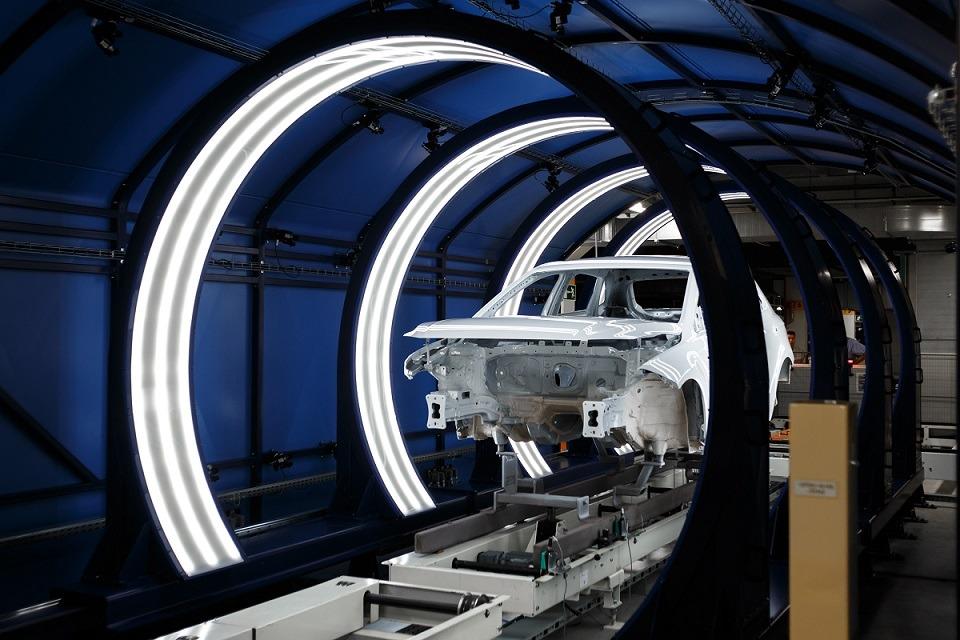 Foto 2. Una carrocería, a su paso por el túnel de visión articial