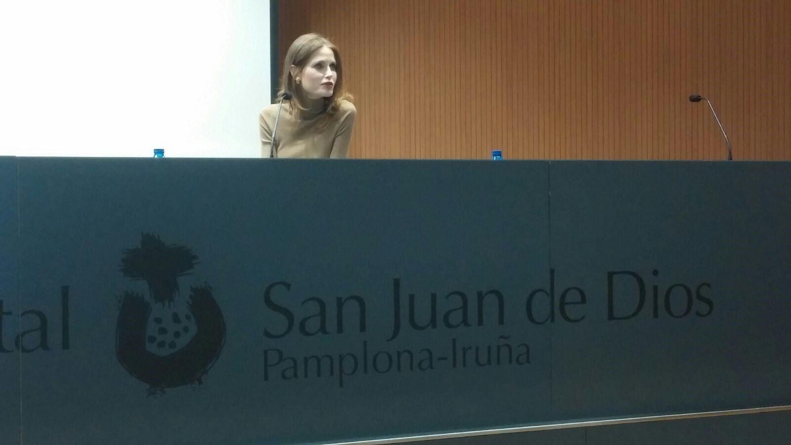 Imagen de Inma Shara durante su intervención hoy en el Hospital San Juan de Dios.