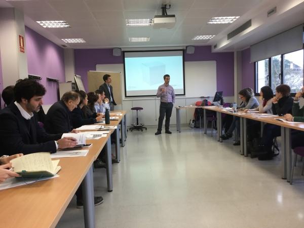 Javier Aguirre de COVAL e Iñigo Benedicto de Sinnple durante el seminario