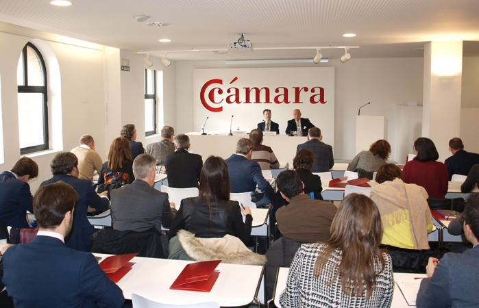 Vista del encuentro celebrado hoy en Cámara Navarra entre empresas locales y el embajador español en Arabia Saudí, Álvaro Iranzo.