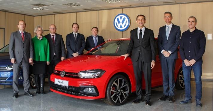 Foto de Familia con los principales responsables de la factoría de VW Navarra.