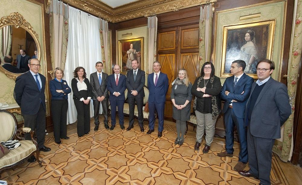 Foto de familia de los participantes en la reunión donde se ha presentado la Agenda Sectorial de la Industria de Automoción.