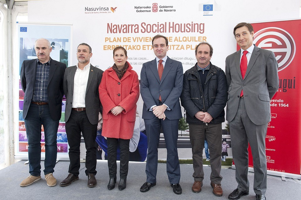 De I a D: José Mª Aierdi, de Nasuvinsa; vicepresidente Laparra; Presidenta Barkos; Lucas González, de la Comisión Europea; Manuel Romero, alcalde Aranguren; Iñigo Eugui, de Erro y Eugui.