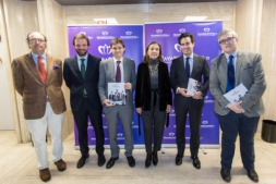 De I a D: Joaquín Villanueva (Círculo de Navarra en Madrid); Guillermo Catalán (ACUNSA); Mikel Benet  (NavarraCapital.es); Carmen Vela (Secretaria de Estado de Innovación); Pablo Zalba (ICO) y; Tito Navarro (NavarraCapital.es). (FOTOS: Víctor Rodrígo).