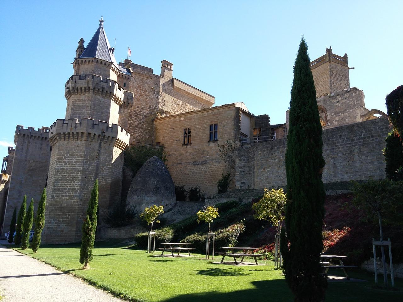 Vista exterior del Palacio Castillo de Olite, uno de los principales atractivos turísticos de Navarra esta Semana Santa.