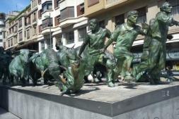 El Monumento al Encierro, uno de los principales atractivos turísticos de Pamplona.