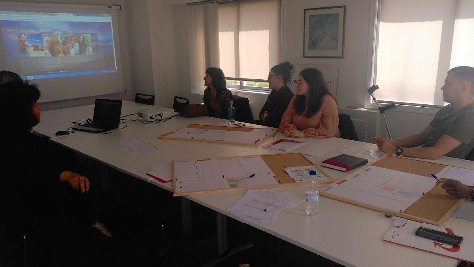 Uno de los grupos de FP en plena actividad en la Cooperativa de Emprendedores.