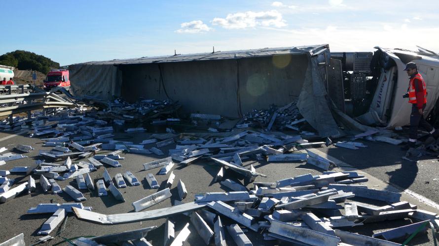 Imagen de un accidente donde la carga se ha visto desbordada.