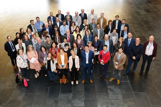 Miembros de Aedipe Navarra, a la conclusión de la Asamblea Anual de la asociación celebrada en Baluarte. (Fotos: Hugo Alonso)