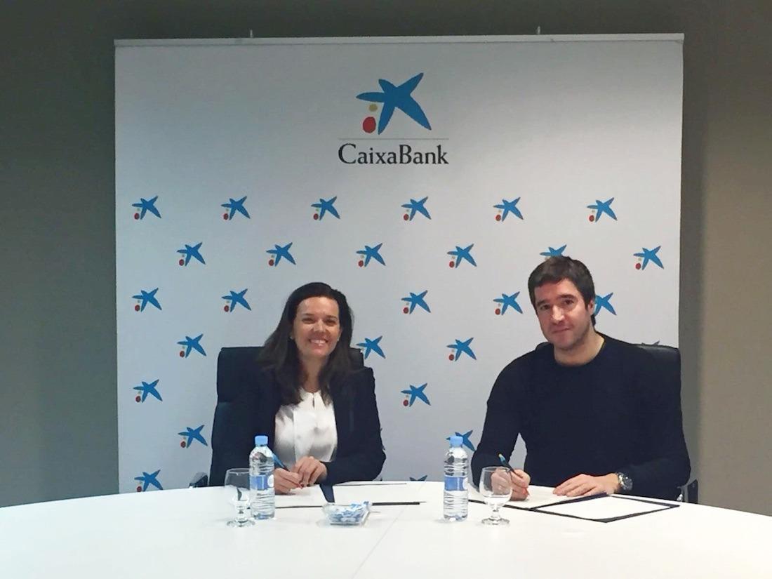 Ana Díez Fontana y Iñaki Úcar, durante la firma de renovación del convenio de colaboración entre las entidades que presiden.