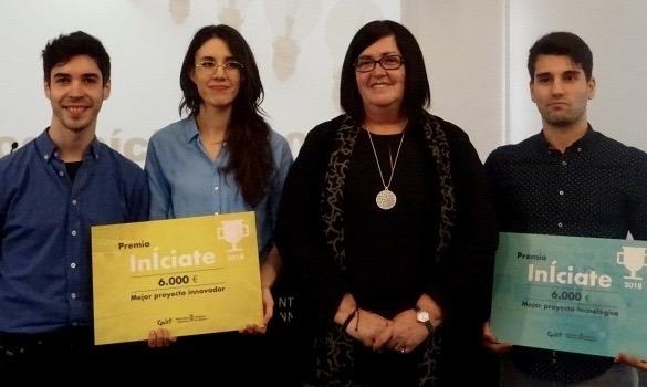Pilar Irigoien, consejera delegada de CEIN, junto a los promotores de los proyectos ganadores de la última edición del concurso.