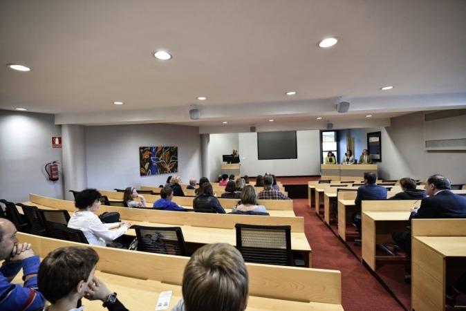 Panorámica de los participantes en el encuentro de Mediación. (FOTO: Oskar González)