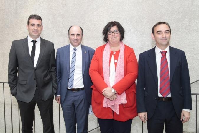 De I a D: José Antonio Molina (Embega); Manu Ayerdi; Pilar Irigoien (Sodena) y; Santiago Sala (Grupo APEX). (FOTOS: Javier Ripalda).