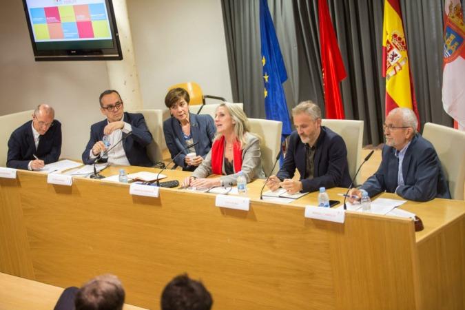 De izquierda a derecha, Jesús Mari Ramírez, Luis Fernández, Eloísa Ramírez, Amaya Gil-Albarova, Jon Altuna y Manuel Campillo.
