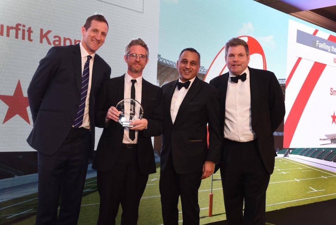 Momento de recoger el galardón, que reconoce los resultados de la colaboración conjunta en el impulso de los productos de cereales Nestlé.