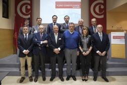 Javier Taberna con los miembros de la nueva ejecutiva cameral.