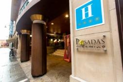 Cartel de un establecimiento hotelero de Pamplona.