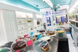 En La Repostería, la felicidad está garantizada con sus portciones de tartas y bizcochos.