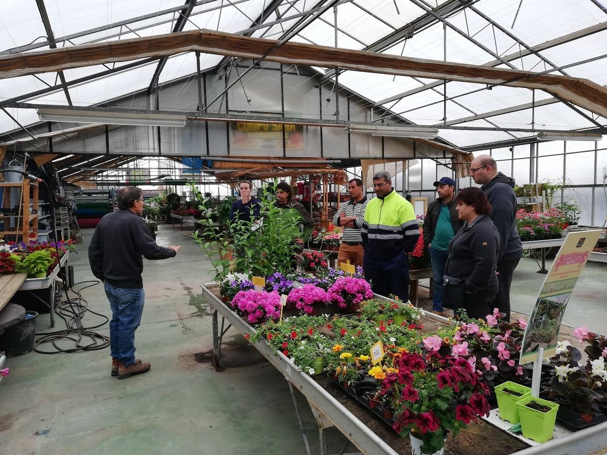 Los participantes en el curso durante la visita a una de las empresas.