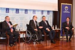 José Luis Bonet, John de Zulueta, Tomás Burgos y Eugenio Prieto, durante la presentación del estudio.