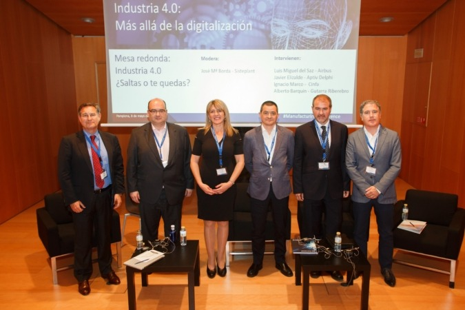 Directivos de Sisteplant y participantes en la mesa redonda.