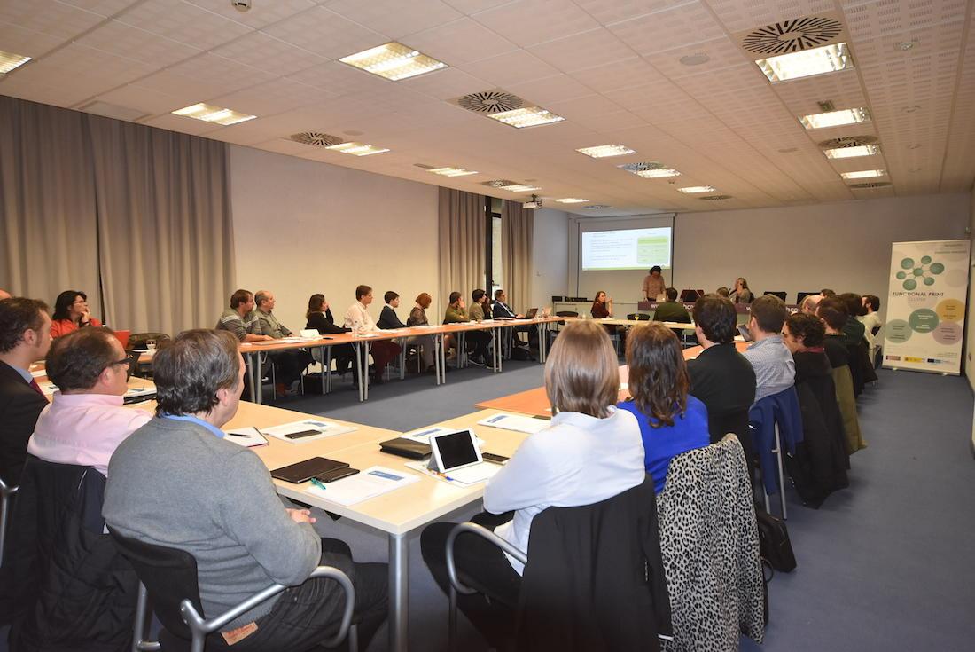 Los expertos en impresión electrónica, durante el primer Innovation Workshop celebrado en Pamplona.
