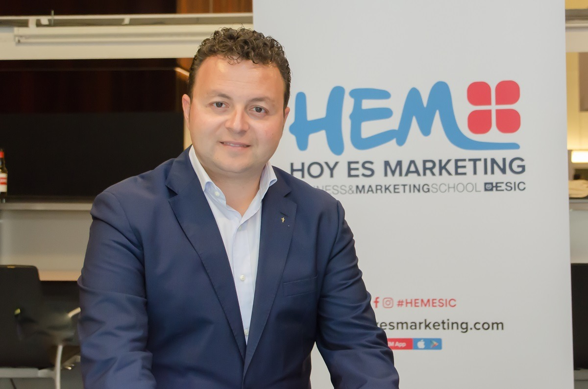 Eduardo Gómez, director general de ESIC, en un receso del encuentro celebrado ayer en Baluarte.