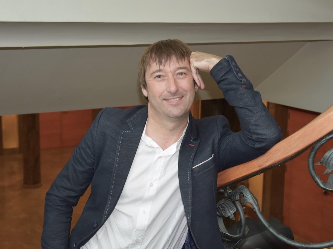 Koldo Monreal, director gerente de Onhaus, es de las pocas personas que vive en una casa passivhaus con casi la mitad de construcción en madera.