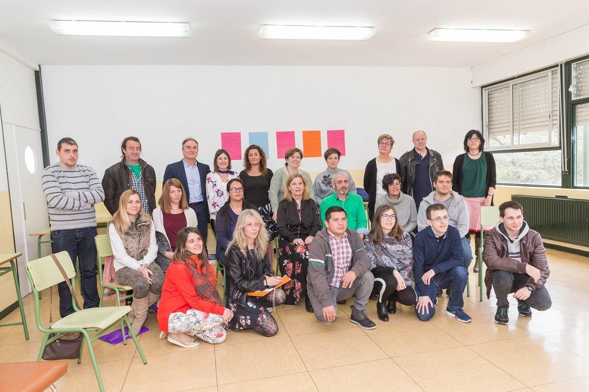 Participantes en la lanzadera, junto a formadores y promotores.