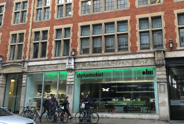 Exterior del showroom de Dynamobel en Londres.