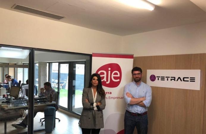 Raquel Trincado, gerente de AJE Navarra, y Ciro Larrañeta, CEO de Tetrace.