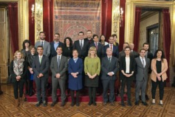 La presidenta del Gobierno de Navarra, Uxue Barkos; la consejera Ana Ollo; y el delegado en Bruselas, Mikel Irujo; junto con los representantes de las empresas.
