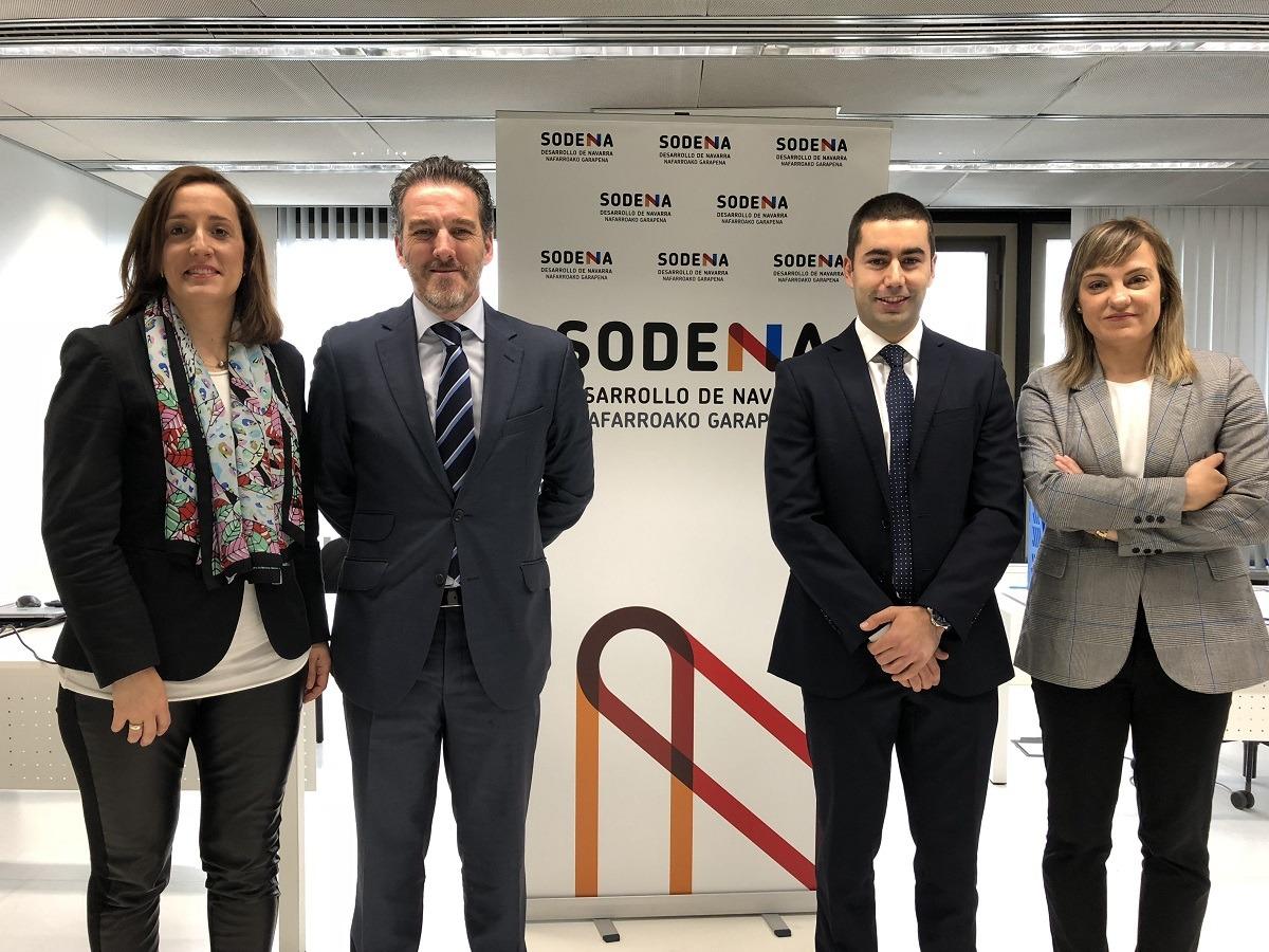 De izda. a dcha,  M.ª Victoria Iriarte (directora de Inversiones de Sodena), Pedro Sotoca (responsable de Inversiones de ENISA), Guillermo Navarro (analista de Inversiones de ENISA) y Montse Esparza (técnica de Proyectos de Sodena).