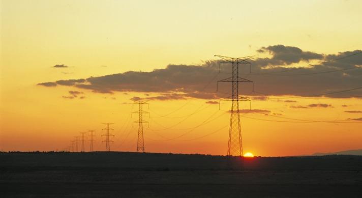Navarra es excedentaria en energía renovable, pero no puede evacuarla por falta de tendidos.
