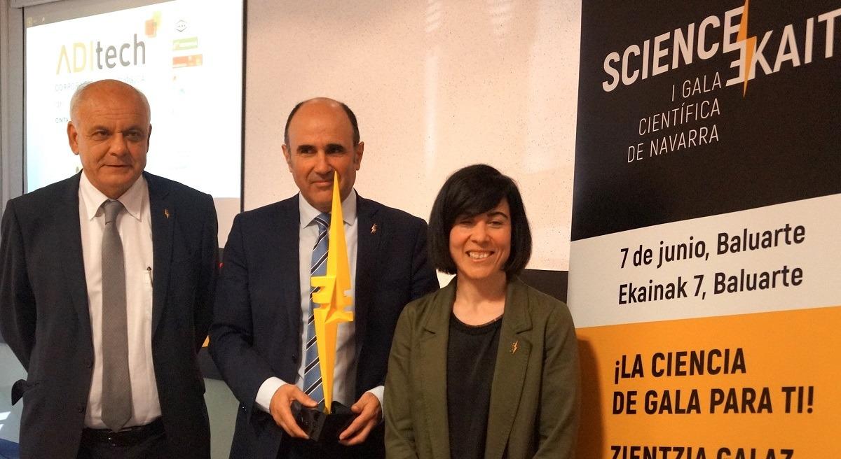 Juan Ramón de la Torre, Manu Ayerdi y Paula Noya, en la sede de Aditech