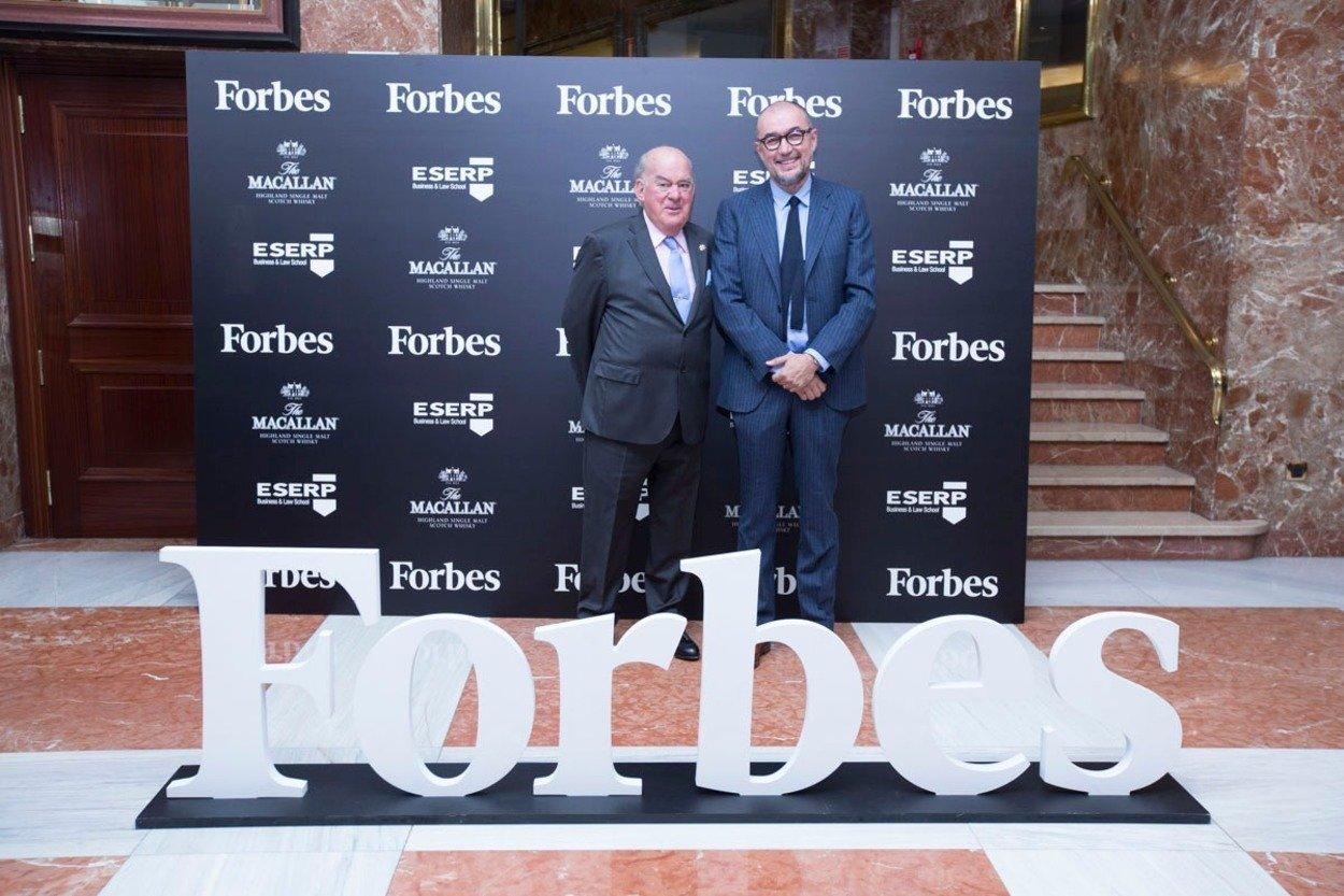 Juan Antonio Sagardoy, a la izquierda, junto al editor y director de Forbes, Andrés Rodríguez.