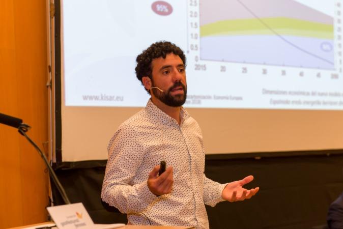 Javier Zardoya, de KISAR Energía, durante el seminario sobre nuevo modelo energético.