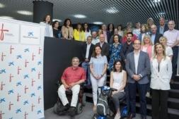 """Foto de familia de los promotores y participantes en el programa Innov@social de Obra Social """"la Caixa"""" y Fundación Caja Navarra."""