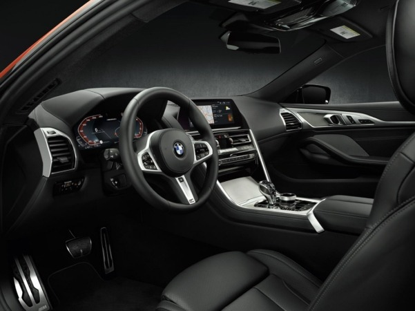 BMW 8Coupé interior
