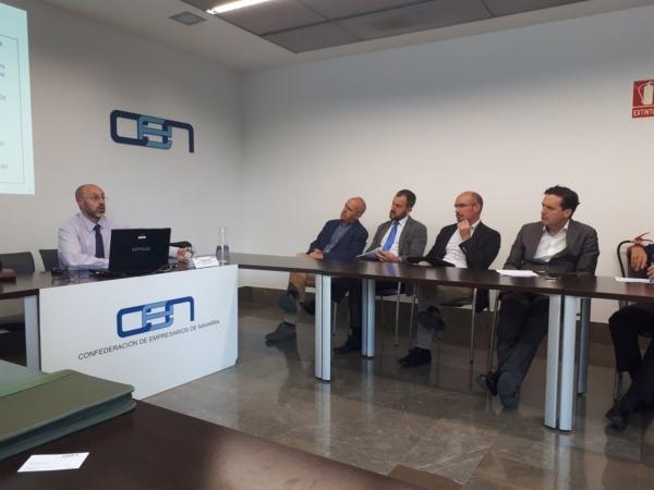 Jorge Sanz se dirige a los asistentes en la jornada celebrada en la sede de la CEN.