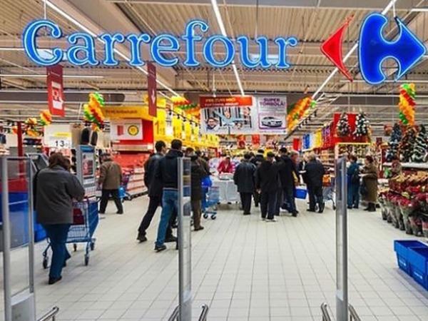 Imagen de la entrada al hipermercado Carrefour