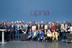 Premiados, ponentes, autoridades y patrocinadores, posan al finalizar la gala.