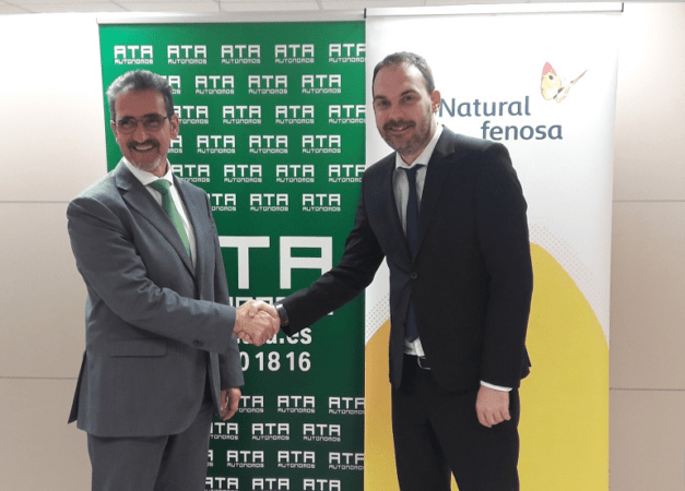 Juan Carlos Equiza y Miguel Ángel Giráldez, tras la firma del acuerdo.