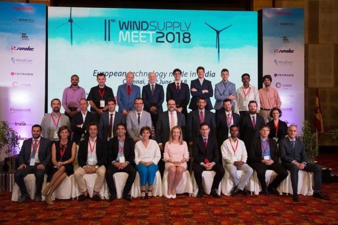 Foto de familia de los representantes navarros junto a los proveedorse locales participantes en la  II Wind Supply Meeting