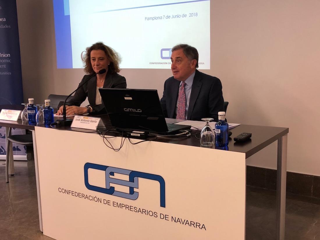 Isabel Peñaranda, directora de ICEX Navarra; y José Antonio Sarría, presidente de la CEN, en la inauguración de la Jornada.