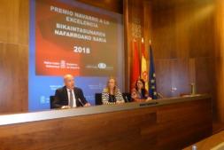 Durante la presentación del Premio, esta mañana: Marino Barásoain, Izaskun Goñi y Natividad Luque.