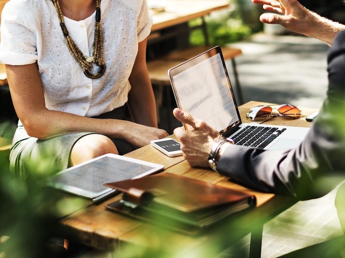Nueva convocatoria del Servicio Navarro de Empleo para formar a directivos de PYMEs y facilitar la contratación de personal especializado.