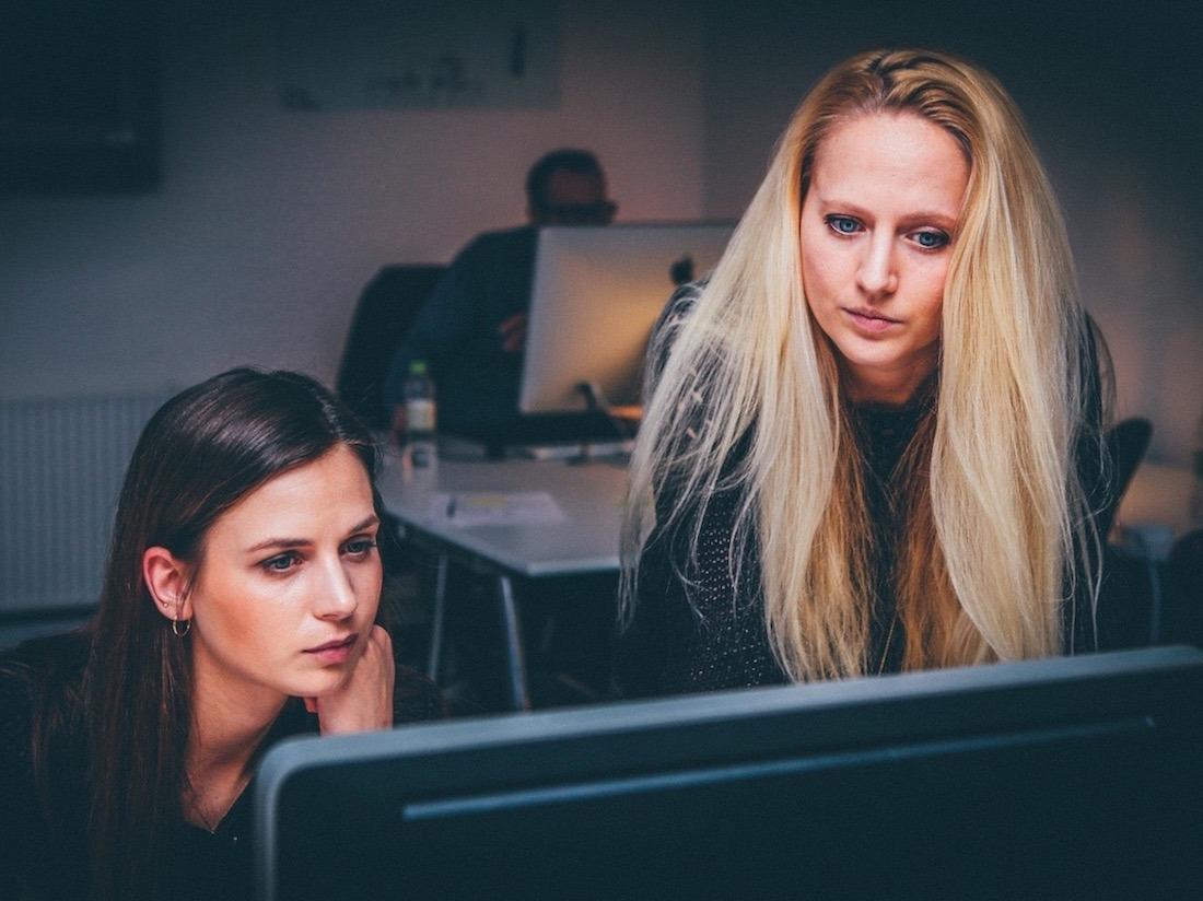 Trabajo-Mujeres-Ordenador